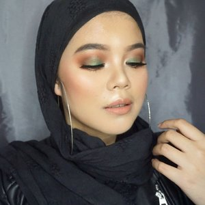 @yayaadalia inspired makeup look. Taken with Sony A5100 from @borneodigital.id Face:1. @maccosmetics studio fix foundation nc302. @lorealindonesia infilable foundation 1253. @aishaderm silky loose powderEye's and brows:1. @makeoverid brow definition kit2. @zoevacosmetics caramel melange3. @klaracosmetics 02 palette4. @juviasplace the masqueradeHighlight,blush, and contour:1. @kikomilano gold waves highlighter light2. @thebalmid bahama mama3.  @makeupstore.indonesia blush a touch of pinkLips:1. @wardahbeauty exclusive lipstick 47Huge hoop earrings:@forever21