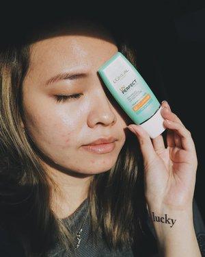 Kalian tahu kan seberapa pentingnya sunscreen untuk wajah kita? Kita perlu banget pake sunscreen dan sangat disarankan untuk memakai sunscreen di dalam atau diluar ruangan. Aku ga bisa skip sunscreen sekarang, kebetulan aku dikasih kesempatan untuk coba L'Oreal UV Perfect Matte Sunscreen dengan SPF 50 PA++++ LongUVA. And it's now my #sunnymatte.Sunscreen ini punya texture yang sangat ringan walau berbentuk cream dan memiliki SPF yang cukup tinggi. It said to have an oil-control formula jadi memang dibuat untuk kulit yang berminyak dan acne-prone macam aku ini, tapi cocok juga buat jenis kulit lain. it's also fresh, ga lengket dan cepat menyerap dan punya matte finishing.Namun sayangnya oil control nya didn't really work much for my skin, but! one thing I love about it, AKU GA JERAWATAN abis pake ini. Biasa kulitku sangat-sangat ribet dengan yang namanya sunscreen, makanya aku ga bisa pake macem-macem. dan agak sceptical awalnya but my doubt is wrong!.cream nya juga lembut dan punya scent yang subtle. Aku suka banget ga ganggu gitu pas dipakai ke wajah. it will protecting your skin up to 12 hours.Hebatnya lagi, kalian bisa pake ini sebagai primer sebelum makeup! Ga perlu ribet-ribet pake primer lagi deh! Efisien banget!Banyak temen-temenku yang ternyata juga cocok! Kalian juga coba deh!Go check @sociolla yah lagi promo nihh!!!.#sociolla #loreal #lorealparis #deeshairjourney #cchannelid #potd #potdindo #vscocam #vsco #vscophile #vscogrid #peoplescreatives #igdaily #instadaily #instastyle #fashionblogger #photooftheday #justgoshoot #vscogood #clozetteid #snapseeddaily #snapseed #photoshoot #exploretocreate #vscodaily #love