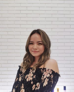 Decided to go natural for a while now. Tergantung pencahayaan nya bisa kliatan beige bisa kliatan abu2. Di bleach whole hair from my last colors, twice for my roots, once for the rest of the hair until it reach to level 8-9. Waktu pengerjaan ±5hours, will definitely took longer time for dark hair or virgin hair.Thankyouuu @onepiece.dyah 😘😘😘😘Loving this color so bad❤️...#clozetteID #deeshairjourney #cchannelid #potd #potdindo #vscocam #vsco #vscophile #vscogrid #peoplescreatives #igdaily #instadaily #instastyle #fashionblogger #photooftheday #justgoshoot #vscogood #snapseeddaily #snapseed #photoshoot #exploretocreate #vscodaily #love #ashgrey #balayagehair #ashgreyhair #ashbrownhair #ashbeigeblonde #ashbeige