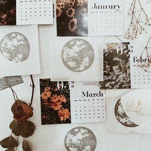 Talking to the moon 🌙 ........#clozetteid #listenindadailyjournal#travelphotography #nature #aesthetic #photography #bloggerperempuan #flowers #flowerstagram #flowerphotography #flowerpower #thoughts #qotd #shortstories #quotes #quotestoliveby #poetic #lifestyleblogger #blogger