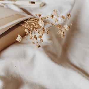 Reading is caring🍁 . . . . . . #clozetteid #listenindadailyjournal #travelphotography #photography #surabayafoodblogger #bloggerperempuan  #cullinaryreview #shortstories  #foodblogger #foodporn #foodies #surabayafoodies #coffee #coffeetable #aesthetic #slowliving #minimalism #bookstagram #bookish #bibliophile