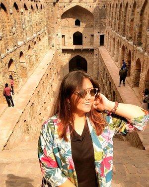 Happy sunday! ❤ Jangan lupa senyum.. 🙂 Ga nyuruh bahagia, at least senyum aja dulu 🙂🙂🙂🙂🙂🙂 Nanti kalau udah senyum, pasti bahagia 🙂 . . . . . . . #khansamanda #newdelhi #india #visitindia #wonderful #beautifuldestinations  #khansamandatraveldiary #travel  #travelphotography #travelblogger #indonesiatravelblogger #travelgram #womantraveler #travelguide #travelinfluencer #travelling  #wonderful_places #indtravel #indotravellers #exploreindia #bestplacetogo #seetheworld #solotravel #ugrasenkibaoli #clozetteid