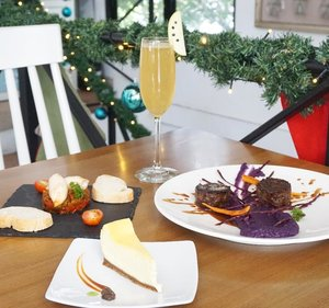 Christmas is the season for eating lots of good food and drinking lots of good drink, and we don't think there's any better way to go celebrate in Christmas Dinner, all packaged up with delicious Christmas Dinner Set Menu to spend together with your beloved family and partner.  Who still confused to get nice and proper place to spending out time with your beloved one? I totally recommend to you Gastromaquia, They always have season package offers in special occasion. One package Christmas Dinner Set Menu does it cost IDR 275.000++/pax you can get 1 Appetizer, 1 Main Course, 1 Dessert, and 1 Drink.  It's very big deal if you take this Christmas Dinner Package. If you are counting the dish separately, the price is pretty much expensive. But only IDR 275.000++ you can get unforgettable experience and special price to celebrate fancy Christmas dinner in Gastromaquia.  @GASTROMAQUIA @clozetteid #clozetteidxgastromaquia #gastromaquia #gastromaquiajkt #senopati # christmasdinnerjkt #christmassetmenu #jktfoodies #spanishrestaurant #kulinersenopati #kulinerjakarta #Clozetteid #ClozetteidReview #gastromaquiaxclozetteidreview #likeforlike #like4like #tagsforlikes #instagood #instalike #instadaily #foodgasm #foodblogger #foodporn