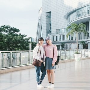 Never took proper photos before so here you go 🤗 Another #selftimer shot anyway 😝 . . . #clozetteid #fashionbloggers #friendship #girlsdayout #fbloggers #lifestylebloggers #outfitdiary #pasteloutfit #pastelfashion #casualwear #ootdindo #lookbookindonesia #ggrep #cgstreetstyle #streetstyle #kfashion #blogginggals #ファション #今日の服 #コーディネート #패션 #패션스타그램 #패션모델 #스타일
