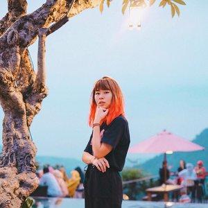 When you don't know which one to choose 🤔 Anyway, happy Monday! 🙃 . . . #clozetteid #fashionblogger #japobshairjourney #travelblogger #darlingdaily #여행 #여행스타그램 #머리 #머리스타일 #머리스타그램 #旅行