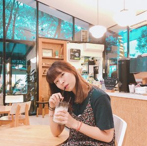 Chose their Lychee Yakult because I'm avoiding coffee/ any latte ((gastric problem huhu)), turned out it's super gewd! Fresh and not too sour ♥️ #japobswander...#clozetteid #cafehopping #cafeteller #popolocoffee #lifestyleblogger #ggrep #japobshairjourney #fashionblogger #bloggerperempuan #カフェ #カフェ好き #카페 #카페스타그램 #nongkrongasyik