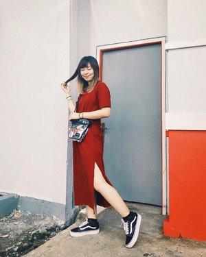 Karena ternyata mudik, akhirnya beli baju baru di @monomolly.id 😂 Maunya yang simple dan ga ribet karna Pontianak panas banget, akhirnya beli dress ini. Sebenernya ga pengen beli yang merah, tapi ya udahlah sekali-kali sinciaan pake merah bukan item 😬 Effortless banget dress ini I likeee #japobsOOTD . . . #clozetteid #fashionblogger #styleinspo #ootdindo #lookbookindonesia #ootdindokece #wearjp #vansgirls #styleblogger #ootdbloggers #cny2019 #outfitoftheday #패션 #패션스타그램 #오오티디 #스트릿패션 #패션룩 #今日の服 #今日のコーデ #ファッション #ファッションコーデ #コーデ