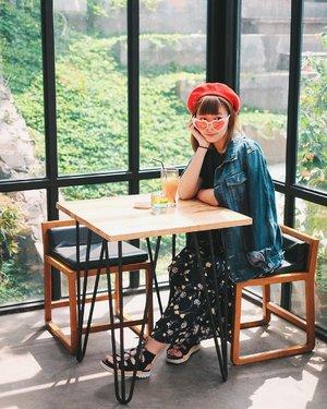 Never stop learning, because life never stops teaching. Cryyy 😅 Nyontek caption dulu di Pinterest wkwkwkw 😛 . . . #clozetteid #ggrep #instaworthy #instagrammable #cafe #cafehopping #cafebandung #cakrawala #bandung #wisatabandungbarat #explorebandung #wisatabandungbarat #lifestyleblogger #travelblogger #japobsWander #travelblog #fashionblogger #ootdspot #outfitoftheday #styleinspiration #styleinspo #fashiongram #berethat #패션 #패션스타그램 #여행 #旅行