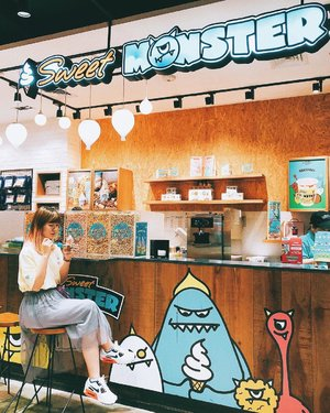 Accidentally found this cute ice cream stall at PIM ✨ They also sell popcorn, milkshake, and some merchandise 😍 Ice cream tastes not bad, so milky 😋👌🏻...#clozetteid #sweetmonster #icecream #travelblogger #foodie #jktfoodie #icecreamjunkie #traveler #foodblogger #fashionblogger #lifestyleblogger #jktgo #ggrep #jktfoodie #instaworthyjkt #음식 #아이스크림 #아이스크림🍦 #アイスクリーム #アイス
