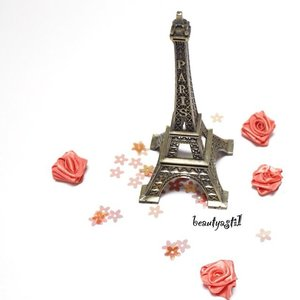 This is what Eiffel Tower look-alike from here. LOL 😜🇫🇷 #photo #eiffel #pic #eiffeltower #instagood #tower #instadaily #photooftheday #picoftheday #clozetteid #france #paris #flatlays #flatlay #potd #love #country #like #accessories #blogger
