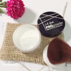"Dibandingkan pakai loose powder yang warna nya natural, aku lebih memilih bedak yang warnanya transparant or putih kayak LA Girl Setting Powder ini. ""Wah, bakalan keputihan donk?"" Justru ngga, warna nya malah nyatu ke warna kulit dan hasil nya natural. . . Cuuss kepoin review nya di 👉🏻 https://www.beautyasti1.com/2018/07/la-girl-pro-powder-hd-setting-powder-review.html atau klik link yang ada di bio aku 🌍 . . . #lagirl #la #girl #powder  #settingpowder #hdpowder #clozetteid #beauty #beautyblogger #beautybloggerid #indobeautyblogger #indonesianbeautyblogger #indonesianfemalebloggers #makeupjunkie #jakartabeautyblogger #beautybloggerjakarta #beautybloggerindonesia #beautyinfluencer #beautyenthusiast #bloggerperempuan #bloggerindonesia #indonesianblogger"