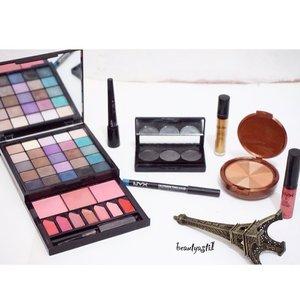 My NYX groufie 😉 #groufie #clozetteid #clozette #eiffel #flatlay #nyx #nyxid #cosmetics #beauty #lips #lipstick #eyes #eyeshadow #black #colors #blue #photo #photooftheday #picoftheday #instagood #instadaily #palette