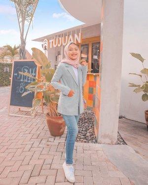 Tujuan kita kemna? #outfitummu #hijabootd #dailyhijab #dailyhijabootd #jogja #explorejogja #clozetteid