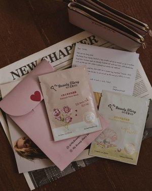 #2DaysBeforeValentine dapet 'love letter' dari @mybeautydiaryid 💌 isinya DAMASK Rose Mask dan Royal Pearl Radiance Mask. Duh sayang banget bukanyaaa soalnya packagingnya aja gemes gini kan. Tapi bakalan kupakai kog menjelang valentine, ya sapa tau aja diajak ngedate ya kan 😁 (*kode keras buat suamik! 😎) Reviewnya di Insta Story ya 💕......#beauty #beautyblog #beautybloggers #beautiful #photooftheday #style #instagood #photography #life #potd #amazing #hair #art #photo #flatlays #masksheet #model #happy #picoftheday #flatlay #skincare #clozetteid