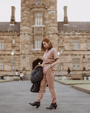 Earlier this evening, wearing super comfy Spencer Set from @standforwoman It was simply perfect, altough the conditions were very windy 🍃 📷 @samseite . . . . . . . . . #ootd #fashion #style #fashionblog #fashionista #clozetteid #instagood #outfitoftheday #outfit #instafashion #picoftheday #instastyle #photography #look #ootdfashion #photooftheday #styleoftheday #stylisht