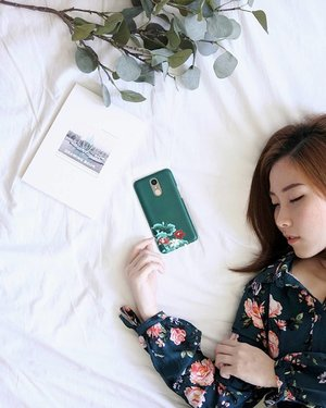 In a world full of trends, I want to remain a classic. Twinning floral pattern dress and phonecase from @beruangcase . . . . . #endorsement #r4r #flatlay #eye #portrait #portraiture #photo #potd #photooftheday #selca #selfie #beauty #makeupartist #photo #fashionmakeup #beautyblog #girl #blogger #mua #makeupinspired #endorsement #fotd #makeup #faceoftheday #endorse #clozetteid