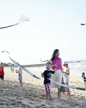 Kids activity at @westinbali Serunya membuat layang2 dan ikutan kite flying di pantai... My son enjoyed it so much .......#ootd #summer #summerholiday #fashion #fashiondiaries #fashionblog #outlookoftheday #outlook #fashionoftheday #muktilimtravelling #jalanjalan #travelling #travelblog #travelblogger #bloggerperempuan #beautyblogger #clozetteid #clozetter #clozette  #femaledaily #outfitoftheday  #like #likeforlike #like4like #potd #instadaily  #vacation #holiday #bali #beach