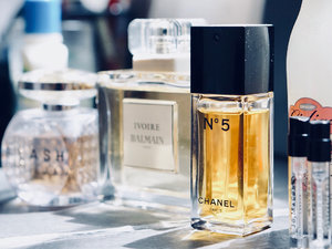 Talking about my perfume picks for this cold rainy season on zé blog today. Go to www.twothousandthings.com OR type this link on ur browser ⤵️ http://bit.do/perfumeedits . #twothousandthingscom . . . . . . . #ontheblog #fragrancepicks #fragranceoftheday #perfumelovers #perfumery #bbloggers #sotd #fragrancecollection #clozetteid