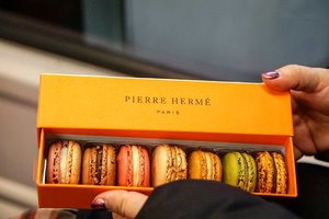 Choose one  #foodporn #yums #foodies #travel #delicious #traveldiary #ClozetteID #restaurantdesign #travelwithCarnellin #macaroons #pierreherme #paris