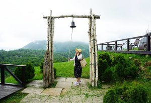 Ringin' the bell up high around 3261 feet. The temperature went down even more here and out body is touching the clouds.#rusutsu #hokkaido #Japan #traveldiary #triptojapan #motd #ClozetteID #love #lotd #summerinjapan #ootd #styleoftheday #summervacation #mountain
