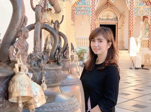 """First temple to visit in Chiang Mai is this above the hill temple, Wat Phra That in Doi Suthep National Park. A Thai saying goes, """"If you haven't tasted Khao Soi or seen the view from Doi Suthep, you haven't been to Chiang Mai."""" So here I go on my first day in Chiang Mai, for the sake I've-been-here things. Yeah. 😂 .....#whpadventure #travel #temple #watphrathatdoisuthep #doisuthep #chiangmai #travelgram #travelblogger #girlwhotravel #instatravel #whpgreatoutdoors #gold #thailand #ootd #clozetteid"""