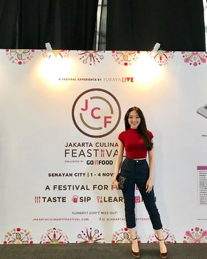 Latepost picture... It's when i attended JCF 2018 last friday... 2 tents dedicated to food lovers (just like me) one tent dedicated to all the desserts, and beverages lovers... (where i bought my croissant geprek from @iscaketory and doughnut @doughdarlings), and the other one is more like a main course (this tent is bigger than the fork tent)... tell me.. did you manage to go there ? What did you buy there? #jakartacullinary #jakartaculinaryfeastival #jcf #jcf2018 #ootd #ootdindo #outfit #ootdasean #lookbook #lookbooklookbook #lookbookindonesia #looks #instagram #instagood #instastyle #instafashion #clozetteid #clozetteambassador #clozette