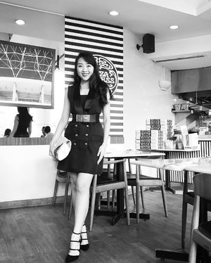 too much things goin on my look, i know... but i kinda like it❤️❤️❤️ i hope you like it too #outfit #dress #lbd #littleblackdress #dressup #monochrome #blackandwhite #ootd #ootdindo #outfitoftheday #ootdasean #lookbookindonesia #lookbook #look #instagram #instagood #instadaily #instastyle #instamood #clozetteid #femaledaily #fashionblogger #indonesianfashionblogger