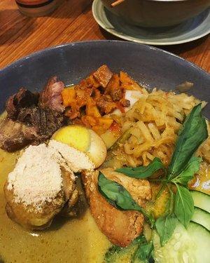 last night's guilty pleasure 🍛 #lontong #lontongcapgomeh #indonesianfood #culinary #latepost #foodie #foodislife #foods #clozetteid