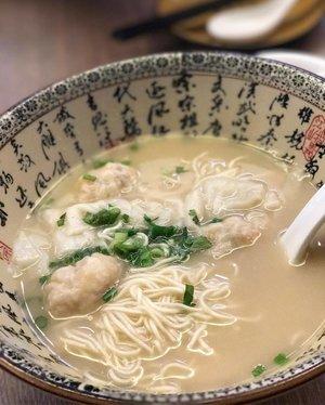 wonton lamien 🍜🍜🍜 #foodie #food #foodporn #foodgasm #traveller #travellove #travel #travelling #clozetteid #foodiefoodie