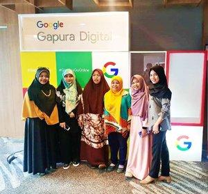 Training to Trainer untuk fasilitator Womenwill dari Google di Makassar berlangsung pada tanggal 2 - 3 Februari kemarin. Alhamdulillah dapat pengetahuan yang banyak dan bermanfaat mengenai bisnis, media sosial, dan manajemen. . Semoga bisa berkah bagi semua nantinya, khususnya bagi saya sendiri. Terima kasih @google dan para failitator TtT ini. . 📷: Bu Ihwana . #GoogleIndonesia #Womenwill #bloggerslife #BloggerMakassar #BloggerPerempuan #Makassar #clozetteID