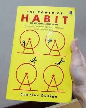 Baca ini enggak kelar kelar padahal masih banyak buku yang lagi ngantri untuk dibaca.Kalian lagi baca buku apa sekarang?.....#ClozetteID#booklover#bookworm#habit#charlesduhigg#selfhelp#power#powerofhabit#BiasaJadiBaik #instagood