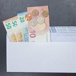 Buat kalian yang dapat THR,  selamat menghabiskannya ya! .Bagi kalian yang punya usaha dan mau memberikan THR kepada karyawan,  percayalah tangan di atas lebih baik daripada tangan di bawah 😊.....#ClozetteID#THR#TunjanganHariRaya#money#moneytalks#onthetable#thinhsorganizedneatly#moodygrams#whileinbetween#euro#currency