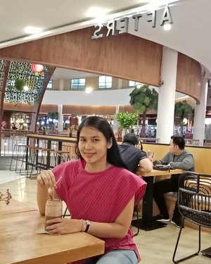 Finally after weeks due to work thingy,  I am able to ☺ from ear to ear again!.I miss sitting on desk in ☕ shop..📷 @rico.josep #instagramhusband...#ClozetteID#ShamelessSelfie#ThrowbackThursday#selfie#norestforthewicked#anakkopi#coffeestagram#hobikopi#instacoffee #aftersjkt
