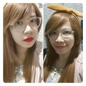 Red lips or Natural.. Bergincu 💋 dan tak bergincu 👸 . Kamu pilih yg mana, Pakai lipstick atau polosan?  Apa lipstick 💄 favorit kalian? Pengen nyontek dong 😁 . #selfie #redlips #vs #nomakeup #clozetteid #MissEhara #fotd #自分撮り