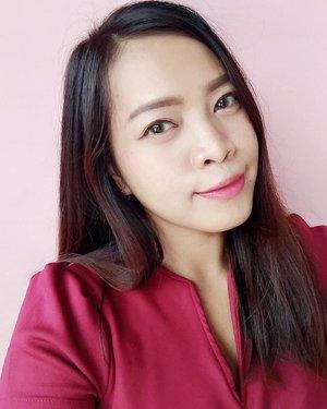 """Have a nice weekend!! Yha gimana bisanya posting foto selfie.. Foto-foto produk klesotan sudah enggak kuat jongkok sana-sini lama-lama, punggung cepet encok. Tetap bisa produktif kok kalau ada """"PR"""" blogpost meskipun klesotan tetep di lakoni. Hihi  #ClozetteID #beauty #beautyblogger #bblogger #love #makeup #selfie #coordinate #selcam #selca #indonesianbeautyblogger #indonesianblogger #asian"""