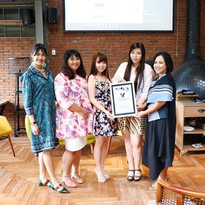 Congratulations @womanblitz On your 3rd Anniversary!  Thank you for picking us @sbybeautyblogger as your Best Community Partner, you're definitely is our best media partner too!  #womanblitzer #womanblitz #womanblitzanniversary #womanblitz3rdanniversary #event  #surabaya #surabayaevent #eventsurabaya #girls #asian #Clozetteid #sbybeautyblogger #beautynesiamember #bloggerceria #blogger #bblogger #bbloggerid #beautybloggerid #beautybloggerindonesia #influencer #beautyinfluencer #influencersurabaya #ladies #kainindonesia #dresscode #dresscodekainindonesia #iwearbatik #selamatharikartini