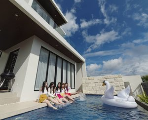 Check out my post about our super fun stay at @alcola.id on my blog : http://bit.ly/villaalcola .  #girls #asian #ladies #endorsement #endorsementid #aphroditesXalcola #villa #villabatu #villabatumalang #alcolavilla #villaalcola #collab  #aphroditescollab  #jalanjalan #getaway #clozetteid #sbybeautyblogger #influencer #influencersurabaya #influencerindonesia #lifestyle #lifestyleblogger #lifestyleinfluencer #bloggerceria #bloggerperemuan #beautynesiamember #miniescape #review #girlsquad
