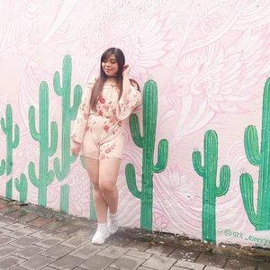 Jumpsuits are the cutest form of torture 🤣. #pinkinbali #bali #coffeecartel#coffeecartelbali #clozetteid #sbybeautyblogger #beautynesiamember #bloggerceria #influencer #beautyinfluencer #jalanjalan #wanderlust #blogger #bbloggerid #beautyblogger #indonesianblogger #surabayablogger #travelblogger  #indonesianbeautyblogger #travelinfluencer #girl  #surabayainfluencer #travel #trip #pinkjalanjalan #ootd #ootdid  #bloggerperempuan #holidayfashion #jumpsuit