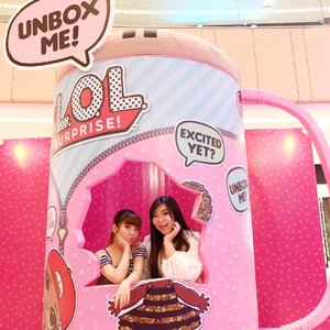 Unbox us anywhere... Not undress ya 🤣🤣🤣. #bunnysisters #bunnies #soulsisters  #girls#friendsgoals #ootd #ootdid #ootdindonesia #ootdindo  #blogger #bblogger #bbloggerid #influencers #surabaya #surabayainfluencer #beautyinfluencer #influencersurabaya #fashion #personalstyle  #clozetteid #sbybeautyblogger #bloggerceria #lifestyle #hangout #surabayablogger #sbybeautyblogger  #beautyinfluencer #fashioninfluencer #beautybloggerid #bloggerperempuan
