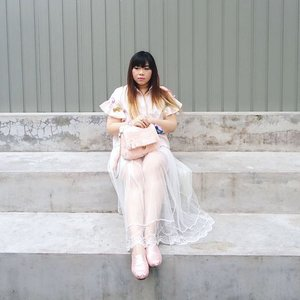 New blog post, a personal style update at last!  Check out 50 Shades of Pink : http://bit.ly/50shadesofpinkcollab 📷 : @amandatorquise  #ootd #ootdid #ootdindo #ootdindonesia #fashion #personalstyle #springcolors #springfashion #personalstyleblogger #clozetteid #clozettedaily #blogger #bblogger #bbloggerid #indonesianblogger #surabaya #surabayablogger #influencer #surabayainfluencer #influencersurabaya #effyourbeautystandards #notasize0 #comfortableinmyownskin  #spring #springfashion #girlygirl #pink #pinkandwhite #tutuskirt