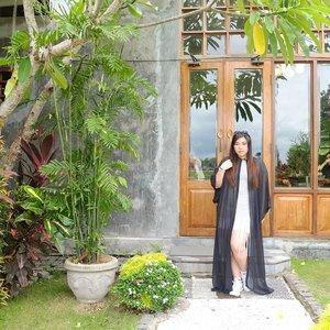 Dresscode : Witchy.  #monsieurspoon #monsieurspoonbali #pinkinbali #bali  #clozetteid #sbybeautyblogger #beautynesiamember #bloggerceria #influencer #beautyinfluencer #jalanjalan #wanderlust #blogger #bbloggerid #beautyblogger #indonesianblogger #surabayablogger #travelblogger  #indonesianbeautyblogger #travelinfluencer #girl  #surabayainfluencer #travel #trip #pinkjalanjalan #ootd #ootdid  #bloggerperempuan #holidayfashion #ootdindonesia
