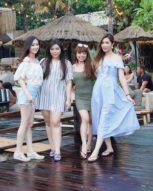 Mini trip with these cuties (+ @chelsheaflo ) in two days!!! #pinkinbali #bali #clozetteid #sbybeautyblogger #beautynesiamember #bloggerceria #influencer #beautyinfluencer #jalanjalan #wanderlust #blogger #bbloggerid #beautyblogger #indonesianblogger #surabayablogger #travelblogger  #indonesianbeautyblogger #travelinfluencer #girls #surabayainfluencer #travel #trip #pinkjalanjalan  #bloggerperempuan #ladies #cafebali #ootd #manobeachhouse #beachclub