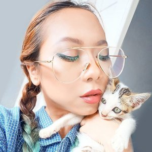 Take a #coupleshot with your loved one and Win a Garret Movie Date for 2! Mention @airfrov_id and use hashtag #titipdiairfrov #airfrovvalentineHere I took a #couplefie with Ginchan my cute lil' kitten 😽#becausewhynot #giveaway #Clozetteid