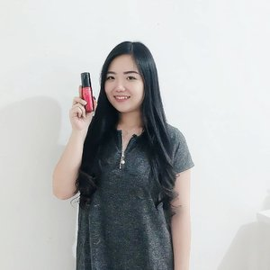I really really needed a foundation that gives me that natural subtle look, but covers my discolorations just enough for me to have that 'flawless blushing bare skin' effect. BB or CC Cream sometimes does the job but very often it does not give me the adequate coverage that i want. So here this goes, just like my camera @fujifilm_id has once again helped me in taking a better picture of myself, this time from makeup with its @astalift_indonesia Lighting Perfection Moist Pure Liquid UV! I did a full review so check out on the blog ❤ . . #clozetteid #clozetteidreview #AstaliftIndonesiaxClozetteIDReview #astaliftindonesia #photogenicbeauty #makeup