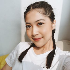 Natural Makeup🍂 Foundation: @astalift_indonesia lighting perfection moist pure liquid UV  Blush: City Color Be Matte Blush Toasted Coconut  Lip: @jeffreestarcosmetics Celebrity Skin + Loreal Rouge Magic  914 . . #vienarissaanty #clozetteid #makeup