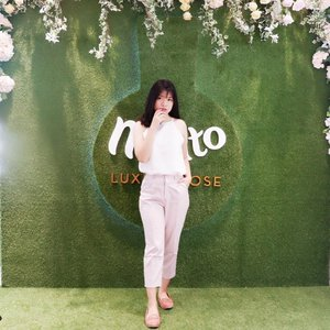 #OOTD for attending exclusive launch of molto eau de perfume luxury rose💐 that made by 7 best roses in france 🇫🇷 You can get this molto perfume only @sephoraidn  Thankyou for inviting me💕 . . . . . . #clozetteid #roseforalady #moltoindonesia #moltoeaudeparfum #moltoparfumperancis