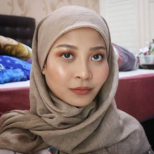 I feel like I'm done with super full coverage foundation. I'm more into lightweight foundation now since my skin is getting so much better! ✨Tutorial for this look is up on my previous post. Sorry for the low quality. 💕#clozetteid #starclozetter #makeup #makeupjunkie #beauty #caaantik #caaantikbeautyblog #hijabi