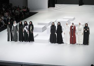 An edgy and modern  collection from @normahauri x @wardahbeauty for #wardahyouniverse collection at #indonesiafashionweek2017 last night 👏🏻👏🏻 | 📸 @chrismanlim #chrislimphotography #hijab #hijabfashion #hijabstyle #clozetteid | Ps. Nanti malem sambung lagi yaaa, belom bosen kann? 🤗