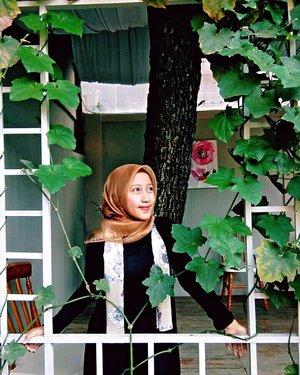 Beauty isn't about having a pretty face Its about having a pretty mind, a pretty heart and a pretty soul👸👑••••Organza & Scarf by @hijablegend#RatnasasDiary #ClozetteID #OotdHijab #BandungBanget #ExploreBandung #RumahMakeupuccino #Ootd #Hijaber #DailyHijab #BandungKotaKembang  #Bandung #Hijab #HijabBlogger #Hijaber #HijabLegend