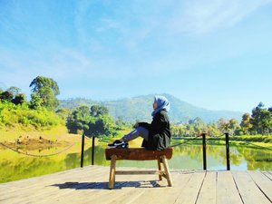 Collect beautiful moments🌞⛅🌈🌻••••#RatnasasDiary #ClozetteID #OotdHijab #BandungBanget #ExploreBandung #Ootd #Hijaber #DailyHijab #BandungKotaKembang #TamanLembahDewata #Travel #Lembang #Bandung #Hijab #HijabBlogger #Hijaber